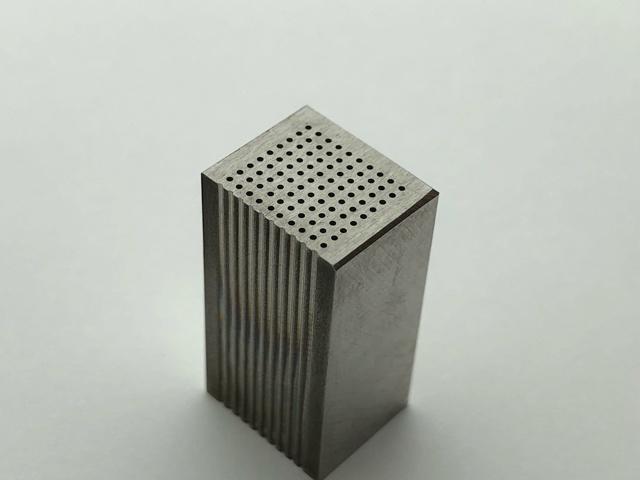 SUSφ0.5 微細穴加工